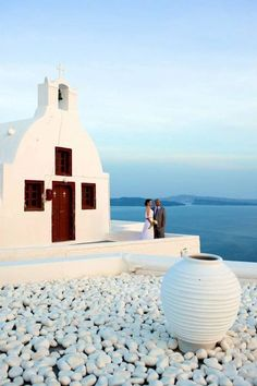 When I'm looking at these pics, I just can't take my eyes off! Greece, and mainly Santorini island is one of the most gorgeous places to get married.