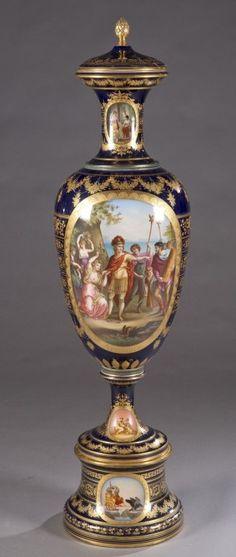 19th c. porcelain urn, marked Royal Vienna : Lot 393