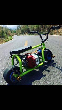 Why is there a nos tank on there.oh gosh so cool Drift Trike Frame, Bike Frame, Mini Motorbike, Mini Bike, Go Kart Plans, Diy Go Kart, Tracker Motorcycle, Mini Chopper, Motocross