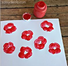 Fingerprint Poppy Flower Craft for Kids - Crafty Morning - - Have your kids make these beautiful fingerprint poppies! All you need is paint and fingers! These would be great on homemade cards or just for a spring art project. Flower Crafts Kids, Toddler Crafts, Preschool Crafts, Crafts For Kids, Easy Crafts, Remembrance Day Activities, Remembrance Day Poppy, Poppy Craft For Kids, Art For Kids