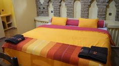 Booking.com: Riad Moha - Merzouga, Marruecos Riad, Comforters, Blanket, Furniture, Home Decor, Ensuite Bathrooms, Morocco, Creature Comforts, Quilts