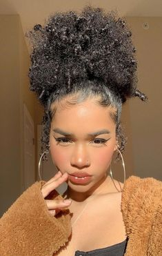 Half Up Curly Hair, Fine Curly Hair, Black Curly Hair, Curly Wigs, Thick Hair, Updo Curly, Short Afro Hairstyles, Inverted Bob Hairstyles, Baddie Hairstyles