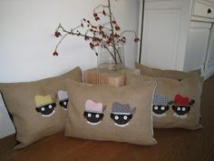 DE BONTE VOGEL: Sinterklaas is in Nederland! Crafts For Kids, Arts And Crafts, Burlap Pillows, Reno, Children's Place, Good Old, Small Gifts, Special Day, Jute