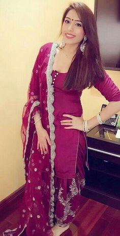 Ideas bridal lehenga magenta anarkali suits for 2019 Punjabi Dress, Pakistani Dresses, Indian Dresses, Indian Suits, Indian Attire, Indian Wear, Punjabi Fashion, Bollywood Fashion, Indian Fashion
