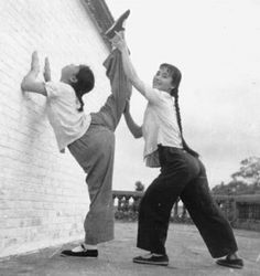 Chinese martial arts - kung fu - Sifu Bow Sim Mark, mother of Donnie Yen Kung Fu, Workout Days, Workout Routines, Fitness Routines, Fitness Workouts, Easy Fitness, Thai Boxe, Chinese Martial Arts, Martial Artists