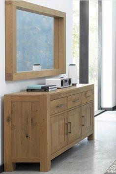 Buffet enfilade en bois de chêne massif 160 cm. Ce meuble propose 3 tiroirs alignés sur la partie supérieure, ainsi que 3 portes renfermant des étagères. Le buffet de rangement ALTA propose un design massif, avec sa teinte de bois naturelle, et s'installera dans un salon / séjour à la décoration contemporaine. Les poignées de ce meuble peuvent être changées, 2 jeux sont fournis : en métal et en bois, pour une déco intérieure qui vous ressemble. Meuble garanti 2 ans par Pier Import. Buffets, Decoration, Design, Drawer, Puertas, Contemporary, Decor, Buffet, Dekoration