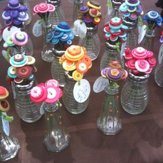 button flowers in salt shaker - Yahoo Image Search Results Button Crafts For Kids, Diy Craft Projects, Crafts To Make, Diy Crafts, Button Bouquet, Button Flowers, Diy Buttons, Vintage Buttons, Homemade Christmas Gifts