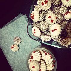 #Meringhe #meringue #coffepowder #sugarheart