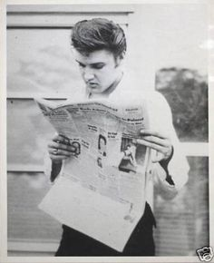 Close up of Elvis relaxing at his new home on 1034 Audubon Drive in Memphis, TN probably on Saturday, July 7, 1956 (regarding the newspaper he is reading). Also take a look at: https://de.pinterest.com/pin/380906080965859159/