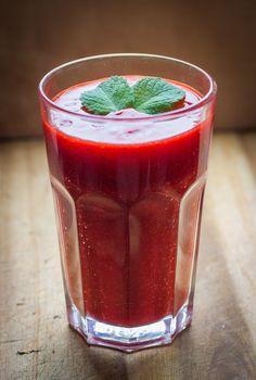Erdbeer Johannisbeer Smoothie mit Nektarine und einem Hauch Vanille - Rock the Taste