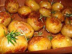 Batatas Assadas no Forno com Alecrim Sal Grosso e Azeite