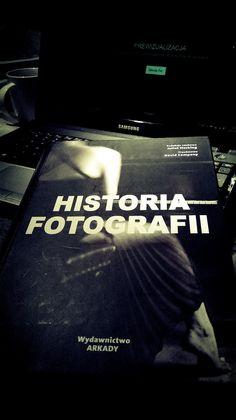 Historia Fotografii Juliet Hacking. Książka ukazuje prawdziwą fotografię.To nie lada wyzwanie zagłębienie się w prawie 600set stronicową księgę