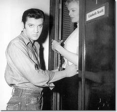 Elvis at Lizabeth Scott dressing room door,Paramount Studios (Loving You) Lund, Vintage Hollywood, In Hollywood, Rock And Roll, Lizabeth Scott, Movie Co, Freckles Girl, Jailhouse Rock, Elvis Presley Photos