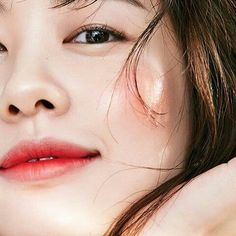 Did you know that our new #makeupforever Water Blend Foundation is #waterproof? Enjoy a fresh touch on your skin! @somin_jj @ellekorea #waterblendperformance #waterblend