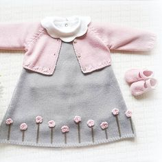 Stricken sie Baby Kleidung The Effective Pictures We Offer You About pulli sitricken drops A quality Baby Booties Knitting Pattern, Baby Boy Knitting, Knitting For Kids, Baby Knitting Patterns, Baby Sewing, Knit Baby Dress, Crochet Baby Clothes, Wool Dress, Baby Pullover