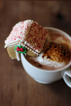 Mini Gingerbread Houses Tutorial {click link for FULL tutorial}.<3