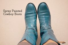 Spray Painted Cowboy Boots - Who would have thought that spray painting boots was a good idea? I wish I had because these are amazingly cute and hip! I know what I am going shopping for on my next Thrift Store Adventure. Spray Paint Shoes, Diy Spray Paint, Spray Painting, Cowgirl Boots, Riding Boots, Diy Fashion, Fashion Shoes, Old Boots, Rodeo Queen