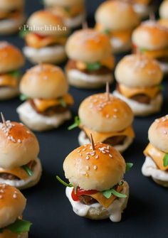 25 glorious finger foods for snacks in small quantities - # for . - 25 glorious finger foods for snacks in small quantities – - Mini Hamburgers, Cheeseburgers, Bite Size Snacks, Bite Size Food, Wedding Appetizers, Wedding Snacks, Mini Appetizers, Wedding Finger Foods, Wedding Canapes