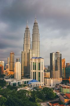 16 Best Places To See In Kuala Lumpur, Malaysia Borneo, Kuala Lumpur Travel, Kuala Lumpur City, Places Around The World, Around The Worlds, Malaysia Travel Guide, Malaysia Truly Asia, Beautiful Scenery Pictures, Tropical Beaches