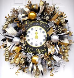 Made to Order, New Years Wreath, Deco Mesh Wreath, Party Wreath, Door Wreath, Wall Wreath, Black, Silver, Gold, New Years Eve, Sparkly This design has already sold but I can make more similar to this. I will make it as close to this one as I can as long as products are available. IF