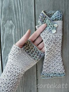 Aotearoa Mitts by Sabine Kastner | malabrigo Mechita in Lluvias and Pearl