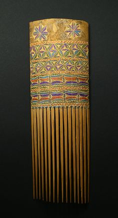 Papuan comb, geometric and colored design