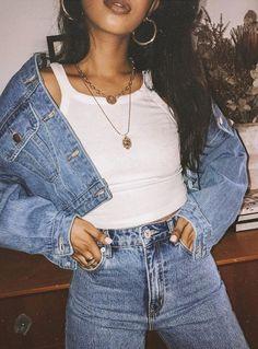 Η αναβίωση της μόδας της δεκαετίας των 90's δημιουργεί ανάμεικτα συναισθήματα σε όσους την έχουν ξαναβιώσει! Αν και όλοι μας έχουμε τα δικά μας αγαπημένα σχέδια από εκείνη την εποχή, υπάρχουν και trends που θα θέλαμε να ξεχαστούν! Preppy Outfits, Cute Casual Outfits, Stylish Outfits, Simple Outfits, Fashion Outfits, Stylish Clothes For Women, Denim Skirt, Mom Jeans, Skirts