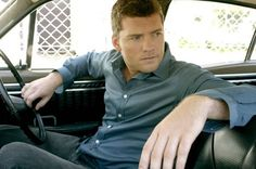 """Sam Worthington to play Jamie Fraser - come on, he's even got the slanty cat eyes! And the right legs. (If you need proof on the legs, watch Clash of the Titans.. he's got skinny """"hill walker"""" legs, which is how Diana described Jamie's legs. And we know from Terminator that he can have the bulk that Jamie would have)"""