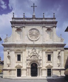 Basilica di San Nicola: fachada.