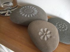 Sets of three flowers by letterfest on Etsy Pebble Painting, Pebble Art, Stone Painting, Stone Carving, Wood Carving, Rock Crafts, Arts And Crafts, Painted Rocks, Hand Painted