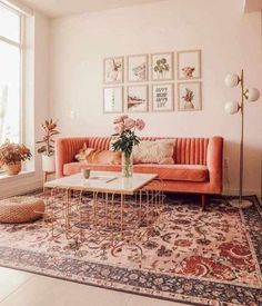 These 10 minimalist living room decor ideas will inspire you to clear the clutter and make your living space classic, clean and even more homely! Boho Living Room, Home And Living, Living Rooms, Pink Living Room Furniture, Vintage Modern Living Room, Bright Living Room Decor, Small Living, Poltrona Vintage, Minimalist Living