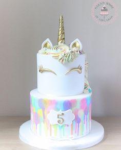 Pastel de unicornio de Sara's House of Cupcakes - unicorn cake ideas - My Little Pony Birthday, My Little Pony Party, Unicorn Birthday Parties, Birthday Ideas, 5th Birthday, 2nd Birthday Cake Girl, 1 Year Old Birthday Cake, Glitter Birthday Cake, My Little Pony Cupcakes
