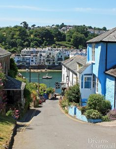 The beautiful waterside village of Bodinnick on the banks of the river Fowey in south east Cornwall England Places To Travel, Places To See, Cornwall Beaches, Devon And Cornwall, Fowey Cornwall, Into The West, British Countryside, Holiday Places, England And Scotland