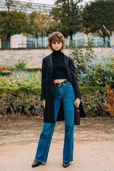 The Best Street Style From Paris Fashion Week Spring 2021 | Vogue Paris Fashion Week Street Style, Model Street Style, Cool Street Fashion, 90s Fashion, Fashion Photo, Fashion Books, Street Chic, Denim Fashion, Street Wear