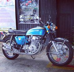 Honda Cg125, Honda Cb750, Honda Motorcycles, Cars And Motorcycles, Old Scool, Cb350, Japanese Motorcycle, Mopeds, Vintage Bikes