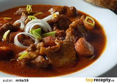Vepřový guláš s klobásou recept - TopRecepty.cz Mince Recipes, Beef Steak, Thai Red Curry, Chicken, Meat, Breakfast, Ethnic Recipes, Food, Red Peppers
