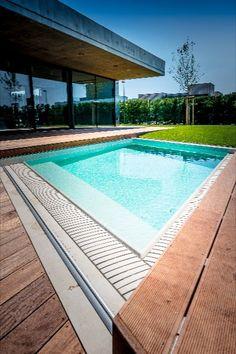 Kosoštvorcový dom, kosoštvorcový bazén a kosoštvorcový drevený kryt na bazén Poolwalk s diaľkovým ovládaním. Outdoor Decor, Home Decor, Decoration Home, Room Decor, Home Interior Design, Home Decoration, Interior Design