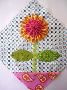 Double Yo Yo flower:  sampler block by Rachel Daisy | Blue Mountain Daisy