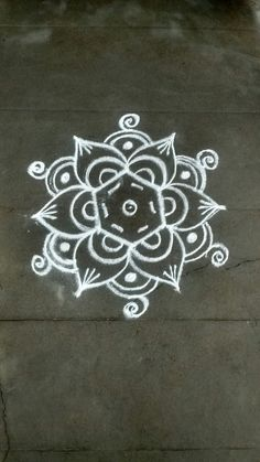 Small Rangoli Design, Beautiful Rangoli Designs, Kolam Designs, Mandala Design, Rangoli Patterns, Rangoli Ideas, Simple Mandala, Simple Rangoli, Diwali Rangoli