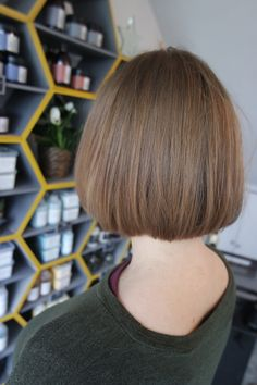 Tiffany's client Victoria after her beautiful, sleek restyle ✂️ book online with Tiffany @ sdhair.co.uk/?utm_content=buffera541c&utm_medium=social&utm_source=pinterest.com&utm_campaign=buffer • #sdhairbristol #hairstyle #haircut #hairdressing #bristol #restyle #shorthair #shorthairdontcare #davines #allilon #alliloneducation #precision #stylist