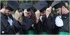 Studio Onze - Foto de Convite | MED 9 PUC Graduation Picture Poses, Graduation Portraits, Graduation Photoshoot, Graduation Photography, Grad Pics, Graduation Pictures, Senior Portraits, Senior Pictures, Graduation Ideas