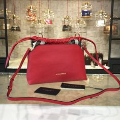 100% Genuine Leather Matching Quality of Original Burberry Production (imported from Europe) Comes with dust bag, authentication cards, box, shopping bag and pamphlets. Receipts are only included upon request. Counter Quality Replica (True Mirror Image Replica) Dimensions: 27cm x 9cm x 22cm (Length x Height x Width) Our Guarantee: The handbag you receive will look...READ MORE