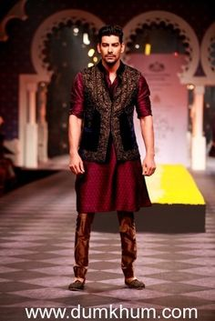 Seen-at-Aamby-Valley-India-Bridal-Fashion-Week-Day-3-Model-in-a-Raghavendra-Rathore-creation-3.jpg (299×448)