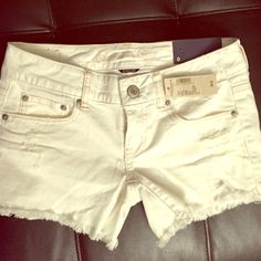 NWT white stretch shorts American eagle size0 Very cute stretchy jean material with holes and the worn look to them very cute giving them character new with tags attached I never got around to wearing them I was pregnant and now they won't fit lol as with a bunch of clothes I post that are brand new!! There are perfect for summer or to leave unbuttoned and folded down with bikini underneath!! Comfy stretchy fit !! New with tAgs American Eagle Outfitters Shorts Jean Shorts