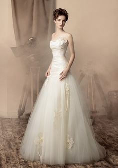 wedding dress flower details  #brayola