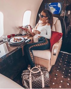 Changed plans and made it to ibiza ✈ ️❤ luxe life luxury girl Boujee Lifestyle, Wealthy Lifestyle, Luxury Lifestyle Fashion, Billionaire Lifestyle, Luxury Girl, Luxe Life, Rich Girl, Rich Woman, Under Armour