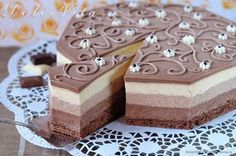 Торт-мусс Три шоколада от Луки Монтерсино Mousse Dessert, Mousse Cake, Frosting Recipes, Cake Recipes, Dessert Recipes, Gourmet Desserts, No Bake Desserts, Russian Cakes, Layered Desserts
