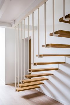 Do you live in a two-story house? But what are the cool stairs to connect the upper and lower floors? There are various forms of stairs, as well as the ingredients. We only need to choose wha… Cantilever Stairs, Stair Handrail, Staircase Railings, Staircase Ideas, Staircases, Staircase Decoration, Home Stairs Design, Interior Stairs, House Design