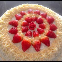 Leite ninho com morango!!! #leiteninho #morango #confeitaria #bolos #bolosdecorados #casaraobolos