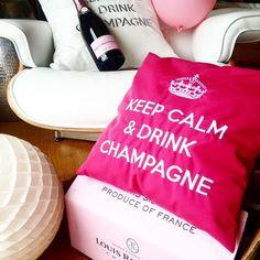 Und wie war deine letzte Nacht 🤔? And your last night 🤔? #keepcalmanddrinkchampagne 🍾🥂 by #chillisy #outdoor #cushion #roedererrose #louisroederer #mychillisy Louis Roederer, Keep Calm And Drink, Champagne, Reusable Tote Bags, Mildew Stains, Night